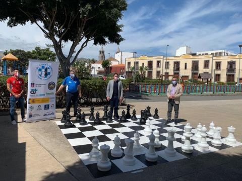 Telde habilita un tablero gigante de ajedrez en el parque de San Juan / CanariasNoticias.es