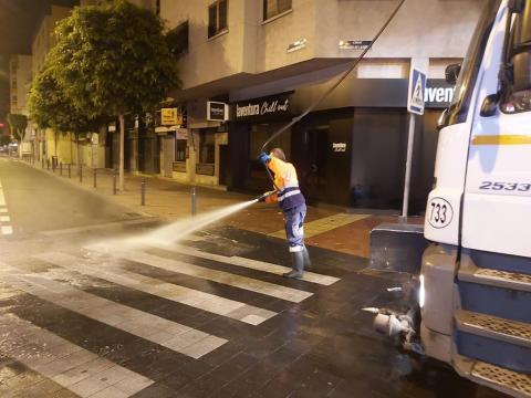 Las Palmas de Gran Canaria continúa con el dispositivo de limpieza contra la COVID-19 / CanariasNoticias.es