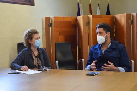 El alcalde de La Laguna, Luis Yeray Gutiérrez y María Teresa Pacheco, la directora general de Inclusión y Atención Humanitaria del Ministerio de Migraciones / CanariasNoticias.es