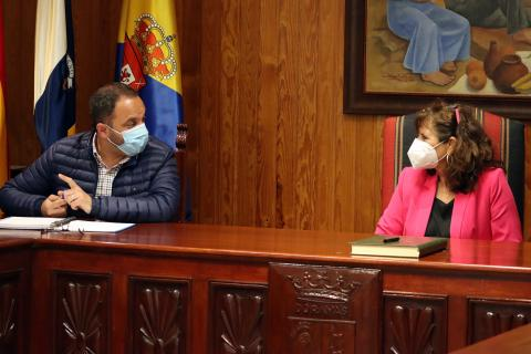 El alcalde de Moya, Raúl Afonso, y la consejera insular, Concepción Monzón / CanariasNoticias.es