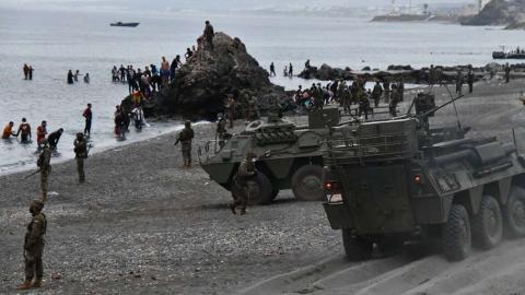 Tanquetas en la Playa del Tarajal/ canariasnoticias