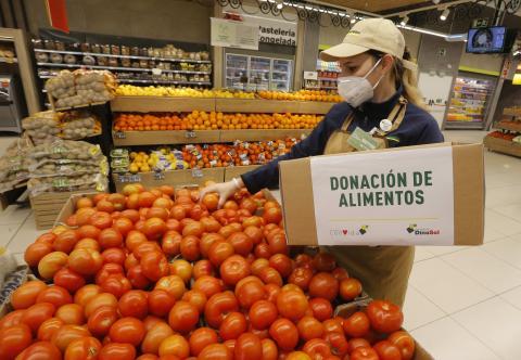 HiperDino dona productos a distintas organizaciones benéficas / CanariasNoticias.es