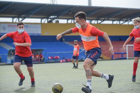 Roque Mesa comparte entrenamiento con los infantiles de la UD Telde / CanariasNoticias.es