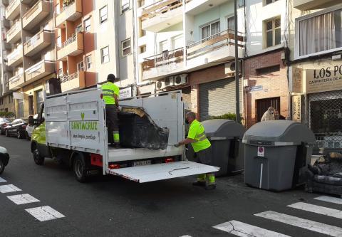 Recogida de enseres en Santa Cruz de Tenerife / CanariasNoticias.es