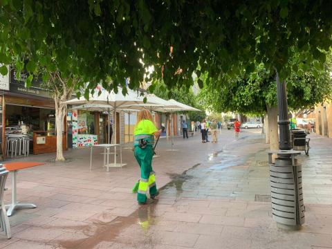 Limpieza de choque en la Zona Comercial Abierta de San Gregorio en Telde / CanariasNoticias.es