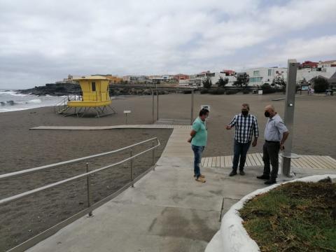 Barandilla de seguridad en uno de los accesos de La Garita en Telde / CanariasNoticias.es
