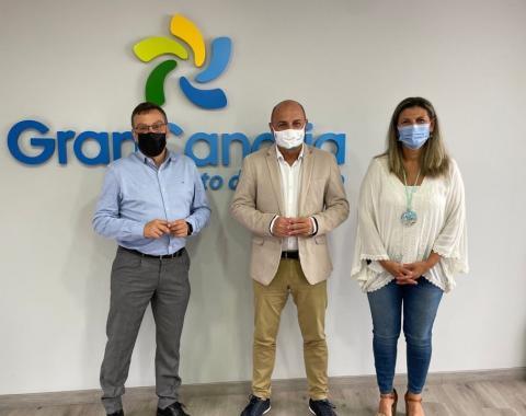 El consejero Carlos Álamo,  el alcalde de Valsequillo, Francisco Atta y la concejala de turismo Natalia Ramírez / CanariasNoticias.es