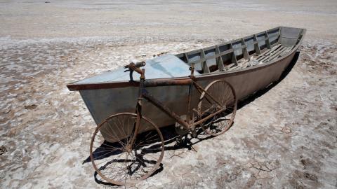 Lago Poopó seco en Bolivia