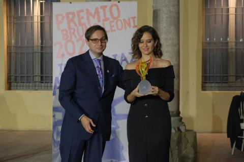 """Díaz Ayuso recibe en Milán el premio """"Llama de la Libertad"""""""