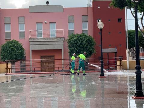 Limpieza de choque en Marpequeña en Telde / CanariasNoticias.es
