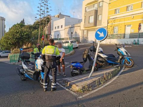 Momento de la detención de la Policía Local de Las Palmas de Gran Canaria / CanariasNoticias.es