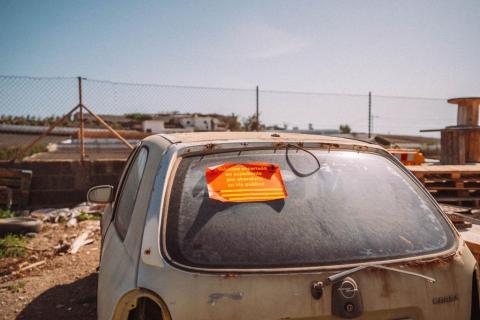 Vehículo abandonado en Arrecife (Lanzarote) / CanariasNoticias.es