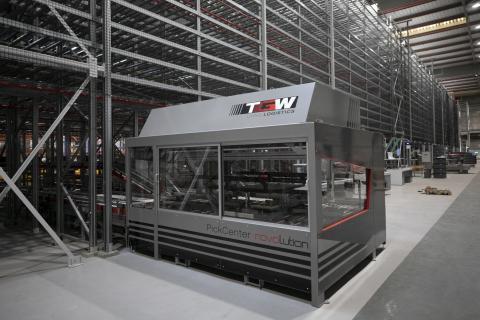 Robot Rovolution en el centro logístico de HiperDino de Telde / CanariasNoticias.es