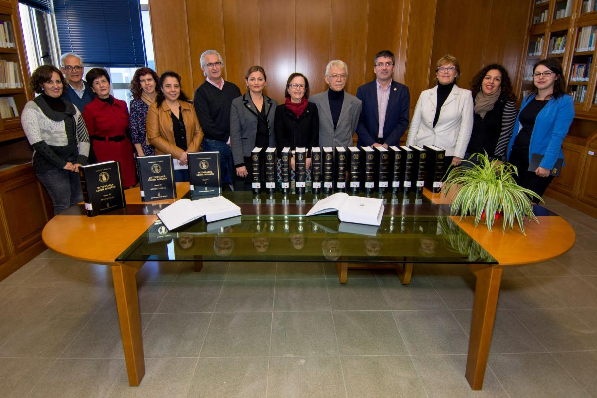 La Biblioteca Universitaria de la ULPGC recibe la donación de 20 volúmenes del Diccionario de Lengua Rumana